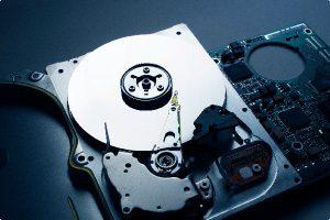 写真:HDD製造用ロボットシステムのイメージ写真
